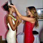 En la #UNIBAC se realizó imposición de Banda y entrega de Corona a #FrancelysSantoya #SeñoritaBolívar 2015 - 2016 http://t.co/nfm5hZN2Bz