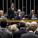 Líder do governo na Câmara deu pulo e saiu correndo em comemoração da derrota do distritão http://t.co/R7msvyY5rd http://t.co/63txGiKYJs