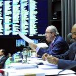 Com 267 votos, Câmara rejeita modelo do distritão capitaneado por Eduardo Cunha http://t.co/Jc15ZBqGx8 http://t.co/vGFV1tL16t