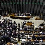 Deputados rejeitam sistema eleitoral do distritão > http://t.co/qJREebeRJ6 http://t.co/QoL1y5C5g7