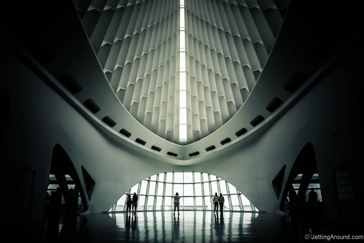 Inside one of the coolest buildings in the USA: @MilwaukeeArt, designed by Spain's Calatrava. #Milwaukee #BlogHouse http://t.co/3WXTYKpuZQ