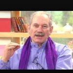 Las #Dudosas leen a la Yola. Las #MaracaSana leen a tío Pedrito. http://t.co/YdBxIaUJrm