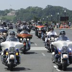 Thousands of bikers gather in Washington to honor veterans http://t.co/oQZYLflwRf http://t.co/8olRapTF2F