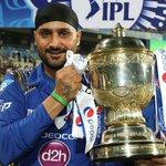 RT @Cricmates: . @harbhajan_singh Pose with the #IPL Trophy #MI @mipaltan