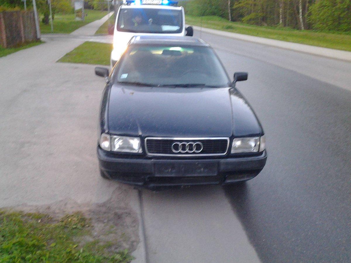 Sastapām 12-gadīgu šoferi - ar draugiem esot nopirkuši a/m Saulkrastos un tikuši līdz Rīgai http://t.co/65unhsCAZn http://t.co/Roth1UlnaG