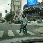 Caen algunas gotas en #Rosario Poca gente en las calles.. Ni un ciudadano en los actos #25deMayo #NoLeInteresanANadie http://t.co/jS0VS4XkeN