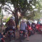 via @asenkhoe: Trotoar rusak krn motor #plisatuhlah kpn sadar TKP stopan M.Toha arah PT. Inti http://t.co/FsgwegYH8w
