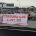 #AlertaNoticias Jóvenes protestan contra la fuga de #BelaundeLossio y le dedican un saludo de cumpleaños a Nadine http://t.co/PCMVh4I8zW