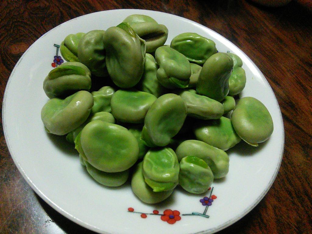 【空豆】今年も販売いたします!祖父主導、akagawa家のそら豆4kg1口(大きく1~2掴みで10皿くらい?)。うちの豆の特徴3つ。1.低農薬有機肥料栽培の朝ドリ直送クール便仕様でHi鮮度。2.甘い。3.破格。(商売っけの無い祖父) http://t.co/EjEcit2hQK