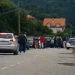 Dispositivo de la Guardia a Civil frente a la casa del alcalde de Noja http://t.co/h4aOWdiFS1