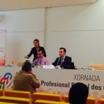 @fsuarezl presidente @CPEIG dá a benvida aos asistentes á xornada #1mes1profDIX acompañado polo secretario do colexio http://t.co/p5YiOWeDnV