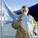 Se cumplen hoy 12 años del fundacional discurso de asunción de Néstor Kirchner #VivaLaPatria http://t.co/kohM5pDiKS http://t.co/Vl32sJdptA