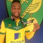 PHOTO: @NathanRedmond22 with his @SkyBetChamp #PlayOffFinal winners medal http://t.co/sUdzxRFTMp