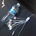 Agua de cortesía, cargador para mi iPhone, auto limpio y un chofer amable. Esto es @Uber_DF ???? #UberSeQueda http://t.co/Z33iopuaIz