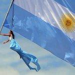 @lourdeszuazo feliz dia y que vuele alto, bien alto, la bandera de nuestra patria!!! VIVA LA PATRIA!!! Saludo nac&pop http://t.co/Dx89wEn4Xx
