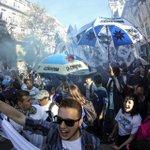 PENSÉ QUE ERA ALGO PATRIO,REFERENTE A LA ARGENTINA. NO VEO BANDERAS ARGENTINAS ! #verguenzanacional #25deMayo http://t.co/roN4Z92hwk