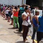 """""""@DolarToday: ¡ATROZ! Por quejarse en una cola matan a golpes a un hombre en Margarita -► https://t.co/IcsGz5DGQr http://t.co/ku5e4axHvx"""""""