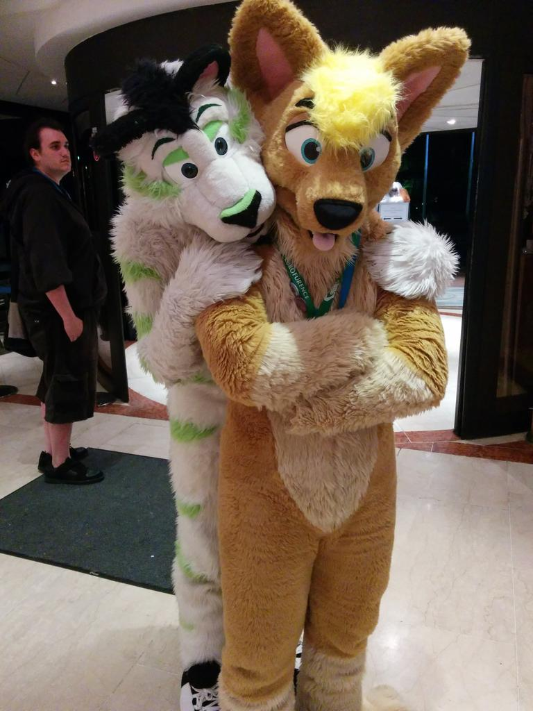 Familiar faces awake too. Here's @FibreKitty and @JACoyoteQuest... #CFz2015 http://t.co/Xz9fZ1Eavd