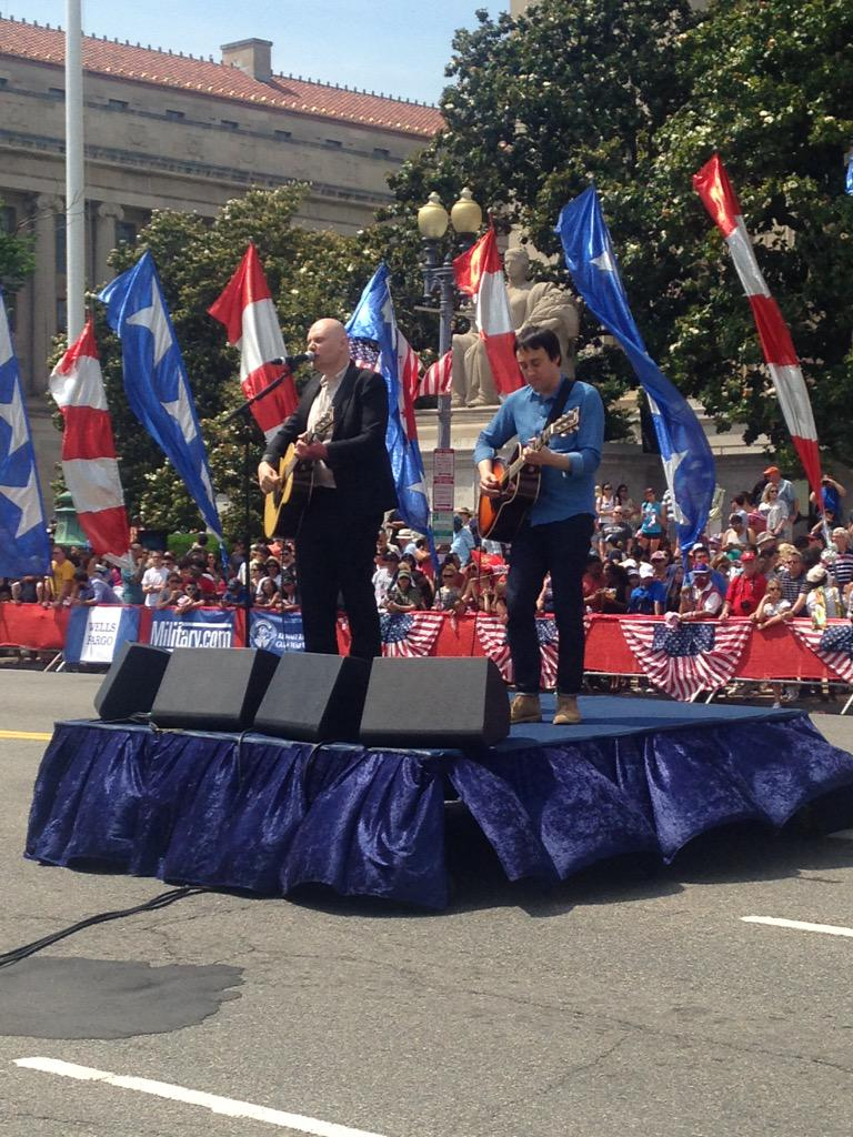 Thank you @SmashingPumpkin for a great performance! #NMDParade http://t.co/iip8Lmlios