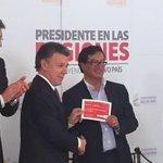 Entregamos en nombre de los colombianos cheque por $9,6 billones a @petrogustavo para #MetroDeBogotá ¡Cumplimos! http://t.co/EJpbIMO3cB