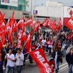 AVANZA la columna del @PartidoMILES vistiendo de rojo TODA Avenida Corrientes en este #25DeMayo! cc @Luis_Delia http://t.co/2cHpRP8qVF
