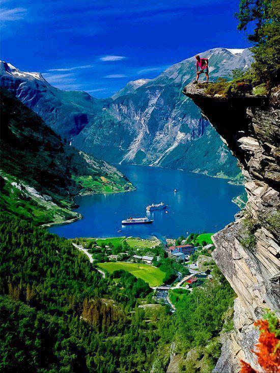 RT @Screenplay1000: Geiranger fjord, #Norway #inspire @visitnorway http://t.co/JMTz0mnJyjvia @Enodius