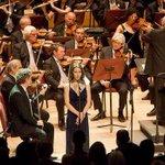 #25DeMayo | La Orquesta Sinfónica y Elena Roger interpretaron el Himno http://t.co/kJKZmyGMjO http://t.co/tGUzG6w11a