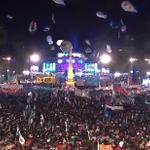 #VivaLaPatria | Todo un pueblo entona las estrofas del Himno Nacional Argentino > http://t.co/fnEKkuadQ9 http://t.co/QwpqBmeaEp