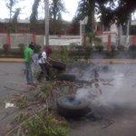 Protesta seguirá hasta que autoridades acepten la reunión con los estudiantes inconformes @laprensa http://t.co/C6GvjUaQ56