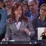 """@CFKArgentina: """"Le pido a los trabajadores que sigan luchando y exigiendo. Si no sucede, cambien a sus dirigentes"""". http://t.co/NXWfNcKDjF"""