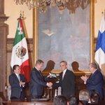 El #JefeDeGob, @ManceraMiguelMX, nombró Huésped Distinguido al Excmo. Sr. Sauli Niinistö, Presidente de Finlandia. http://t.co/S38sJTrGJ7