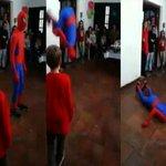 #YouTube: imitador de Spiderman sufre una dura caída durante una fiesta de cumpleaños. ► http://t.co/p1ETcArolV http://t.co/XSc9D9VJgo
