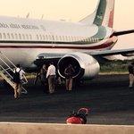 Llega el Presidente @EPN al aeropuerto de #PiedrasNegras #Coahuila; lo recibe el Gobernador Rubén Moreira http://t.co/QccwcfNYZn
