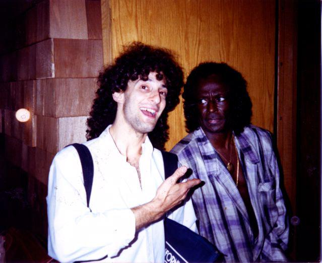 Happy birthday Miles Davis. This photo of him with Kenny G is the gift that keeps on giving. http://t.co/EksYQJbSBm