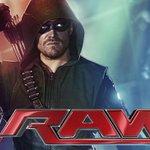 RT @OcioLaRepublica #WWE: Protagonista de #Arrow casi tuvo una pelea en #RAW http://t.co/4Sa0dMoSLW http://t.co/q1QtfeNBkq