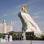 Le président turkmène soffre une statue en or de son vivant http://t.co/FEoLrLBHX9 http://t.co/pQNl1aAfi1