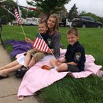 A Bellevue Officers family has already set up along the procession route in Council Bluffs. Dad is in honor guard. http://t.co/QlejIMq8h3