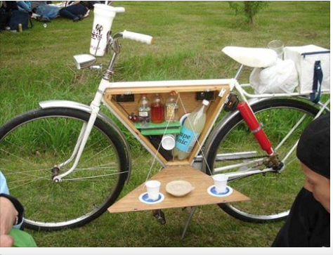 In honour of #YYJ's #BikeToWorkWeek May 25 - 29 here's a mobile Bicycle Bar. #yyjbike #yyjevents @BiketoWorkVic http://t.co/cKvMn12qxZ