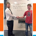 Teacher promises students he'll shake off final exam if @taylorswift13 calls http://t.co/4LNrxUqhzD http://t.co/tpFhq9xX9X
