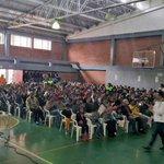 Son 531 familias del barrio Caracolí de Ciudad Bolívar que a esta hora reciben sus titulos de propiedad de sus casas http://t.co/CL0YHKnsHA
