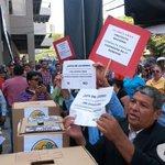 Defenderemos el derecho q tiene el pueblo a ser consultado @manuelzr @PartidoLibreHN @XiomaraCastroZ @BeaValleM http://t.co/T7f4fWx9XD