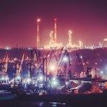 Вид на ночной  речной порт в Саратове http://t.co/dt05DCr9cV