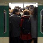 지난해 서울 지하철에서 1356건의 성범죄가 적발된 것으로 나타났다. 2호선, 사당역, 출근시간대에 각각 신고 건수가 가장 많았다. #성범죄 http://t.co/9kUyBrQqOt http://t.co/YkVtJOAM4S