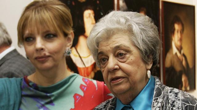 """НТВ в Твиттере: """"""""Теперь они вместе"""": в Москве умерла вдова Роберта Рождественского http://t.co/VHSHDpZeWR http://t.co/d1SKgBFMi"""