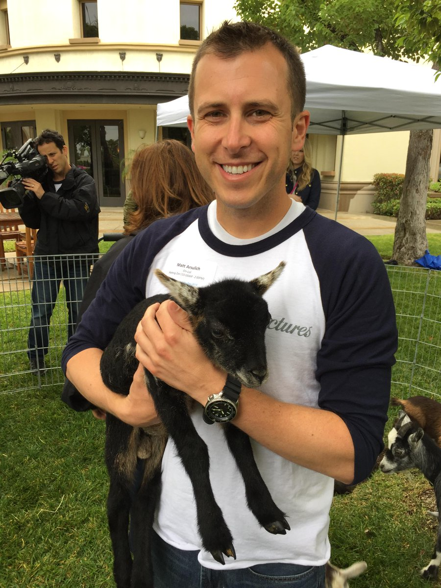 Helping out at the @ParamountPics Petting Zoo for #ViacommunityDay @Viacommunity http://t.co/jRu3x9wAUR