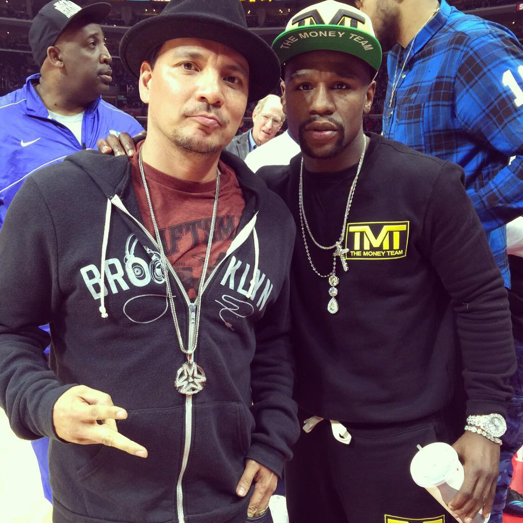 At the clipper game last night with @FloydMayweather http://t.co/3s2TVuOgl5