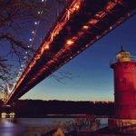 Little Red Lighthouse under the George Washington Bridge #NYC by @gigi_nyc http://t.co/BnHInJ6rXx