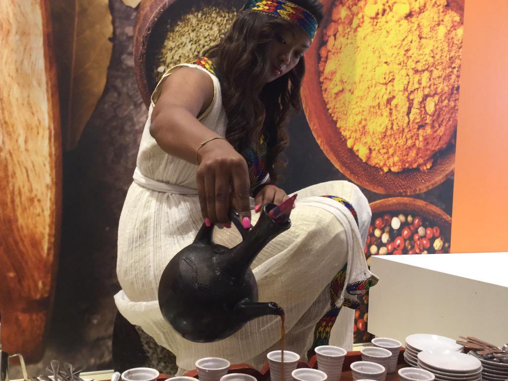 Al Padiglione Etiope, all'interno del cluster del caffè si racconta la tradizione del caffè #gNeLab #ospitalità http://t.co/ZAN7VopRUj