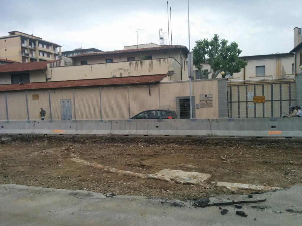 """Resti di una struttura emersi dagli scavi della #tramvia in via di Novoli @comunefi @DarioNardella  @muoversintoscan http://t.co/h0WwwsmRHP<a target=""""_blank"""" href=""""http://t.co/h0WwwsmRHP""""><br><b>Vai a Twitter<b></a>"""