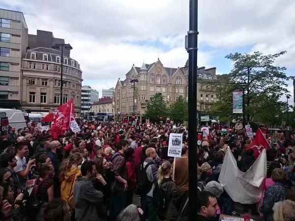 Big anti-austerity protest in Sheffield TODAY - nothing reported in the govt-controlled media! http://t.co/KO67g1Zcev